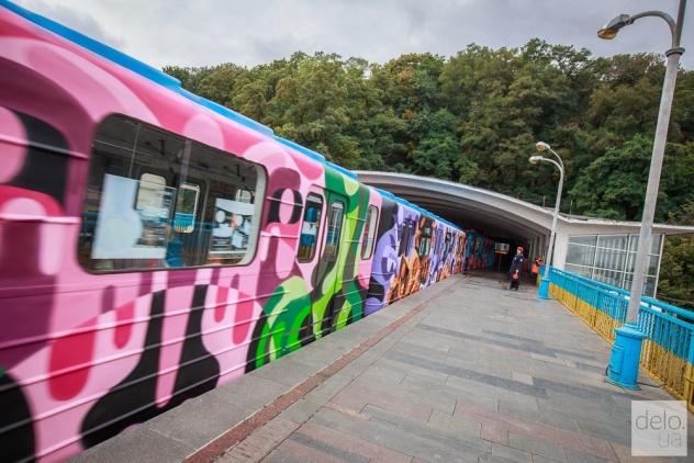 art-poezd-v-metro-kieva_38958_s2