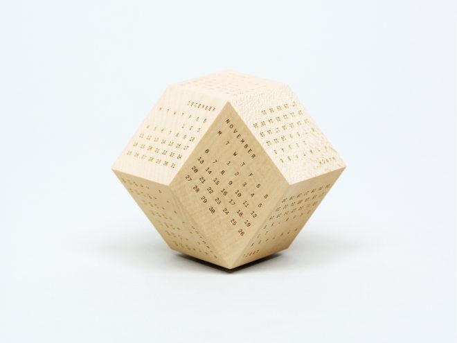Нестандартний дизайнерський календар: 12-кутний дерев'яний прямокутник