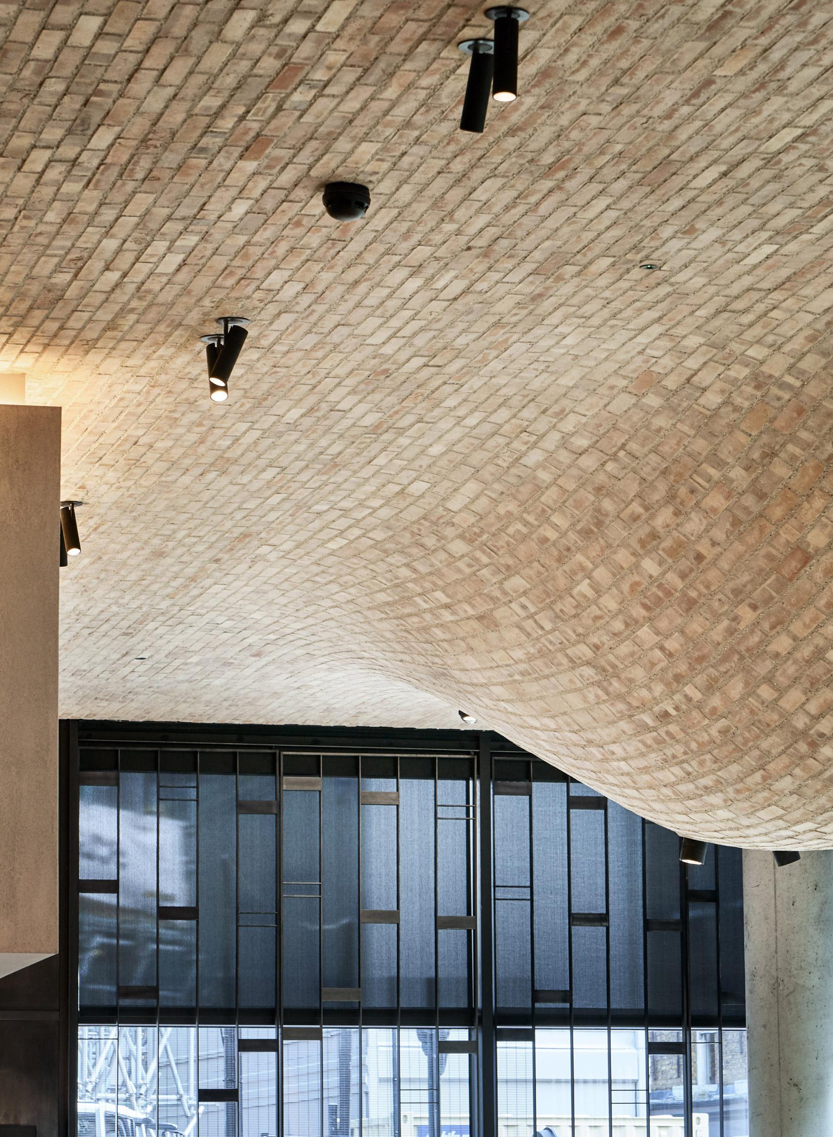 fucina-restaurant-andy-martin-architecture-interiors-london_dezeen_1704_col_7