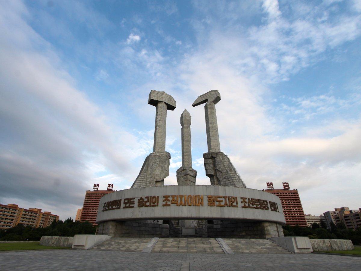 Удивительная архитектура КНДР: монументы, стадионы, метро и самый высокий отель