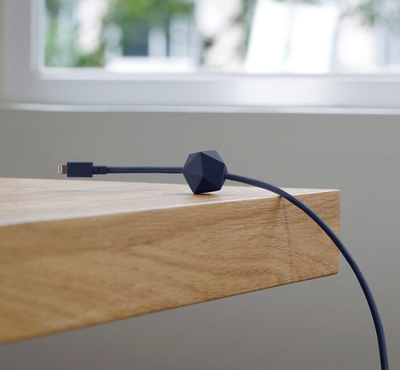 Оригінальний шнурок зарядки який не буде падати зі стола