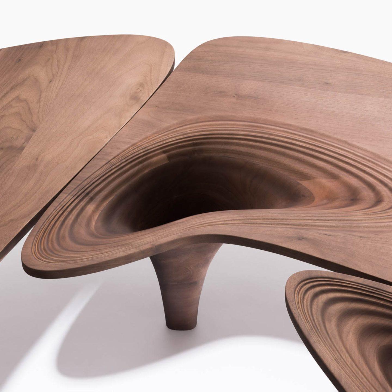 Витончена колекція меблів Zaha Hadid у стилі 50-х