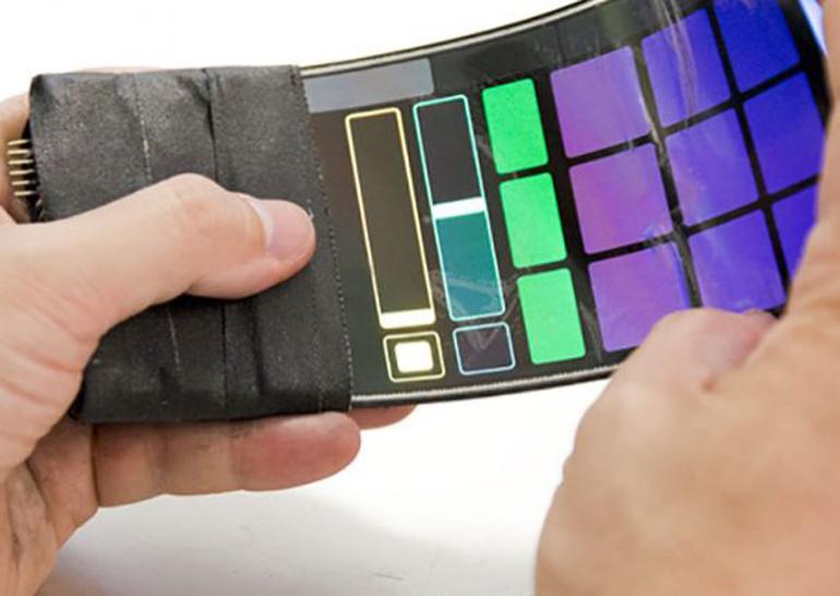 Британцы задизайнили гнущийся смартфон как музыкальный инструмент (Видео)