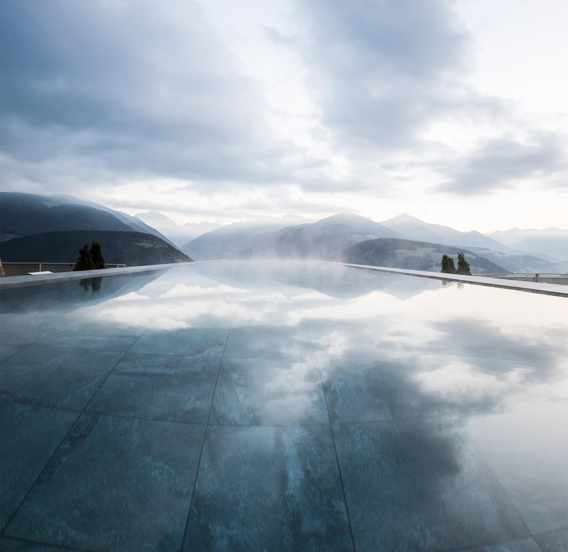 cantilevered-sky-pool-noa-hotel-hubertus-dolomites-italian-alps_dezeen_2364_col_2
