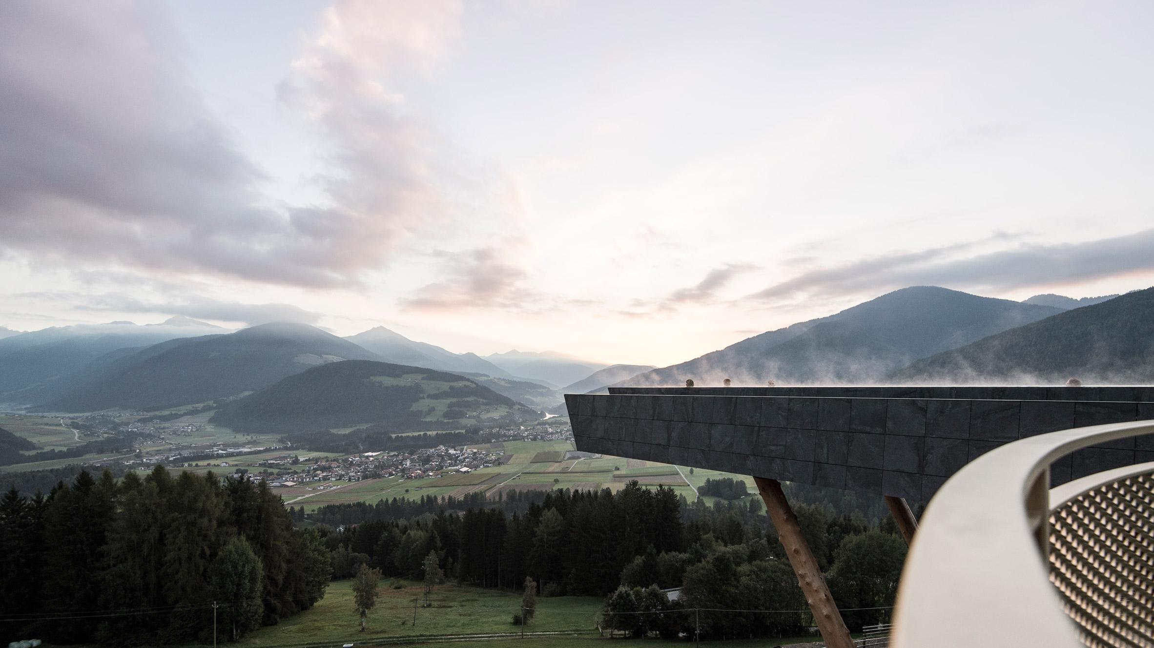 cantilevered-sky-pool-noa-hotel-hubertus-dolomites-italian-alps_dezeen_2364_col_5