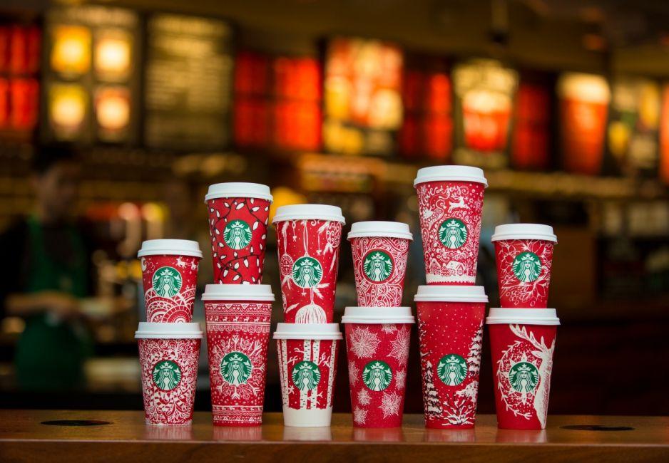 Наша победа: рождественские стаканы Starbucks украшает дизайн украинки
