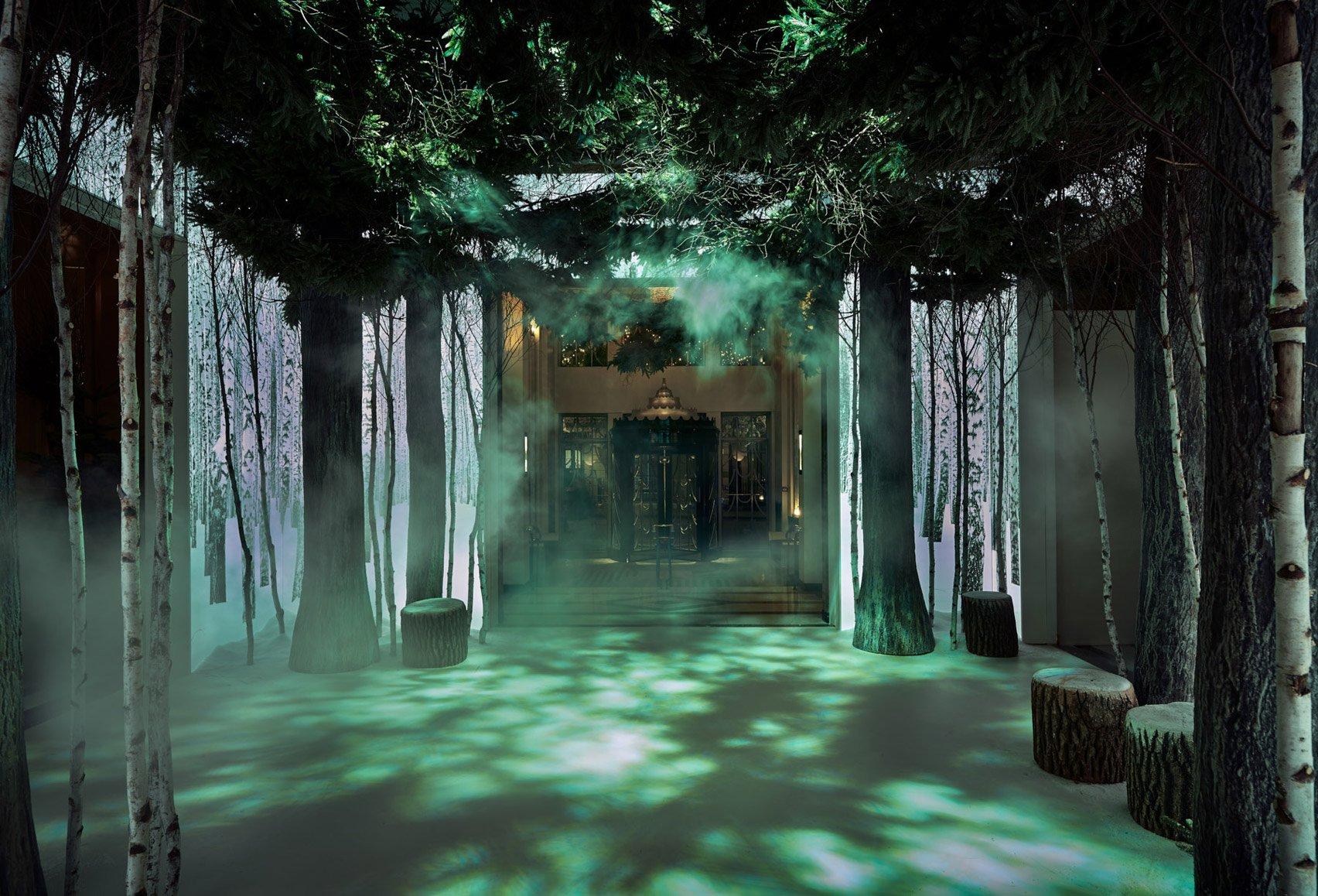 jony-ive-marc-newson-christmas-tree-design-claridges-london_dezeen_1704_col_0