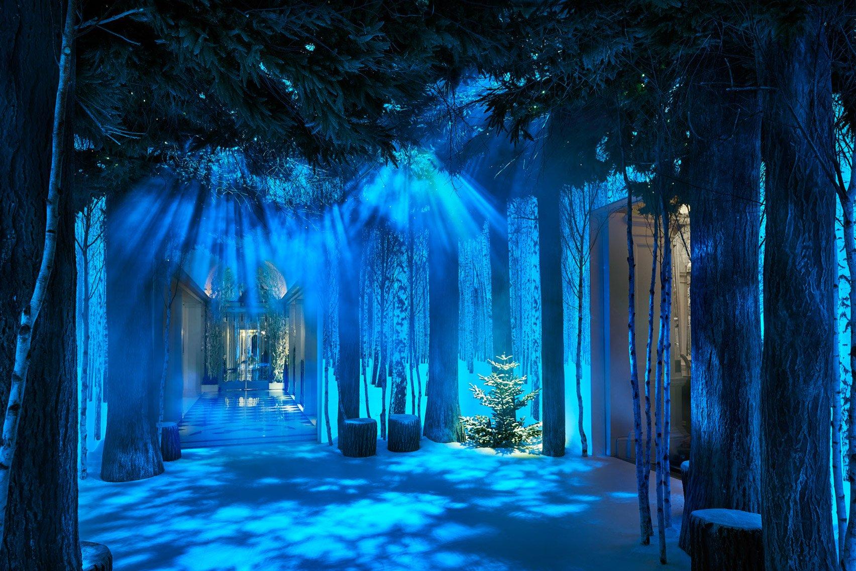 jony-ive-marc-newson-christmas-tree-design-claridges-london_dezeen_1704_col_2