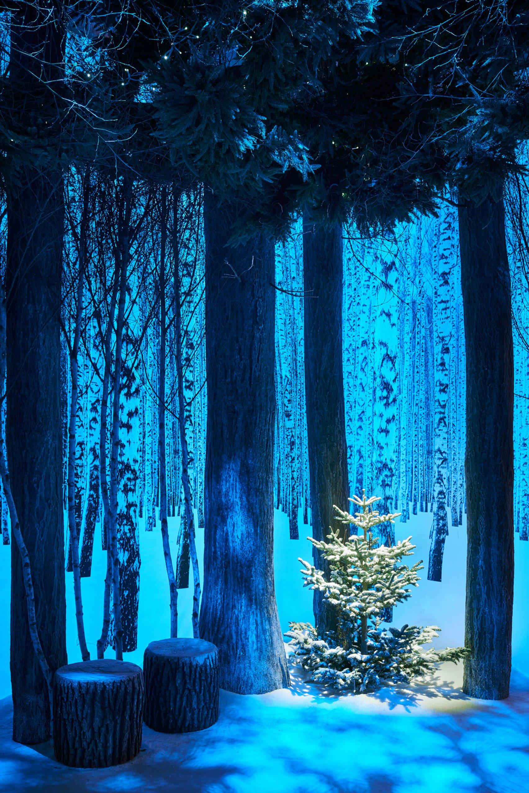 jony-ive-marc-newson-christmas-tree-design-claridges-london_dezeen_1704_col_4