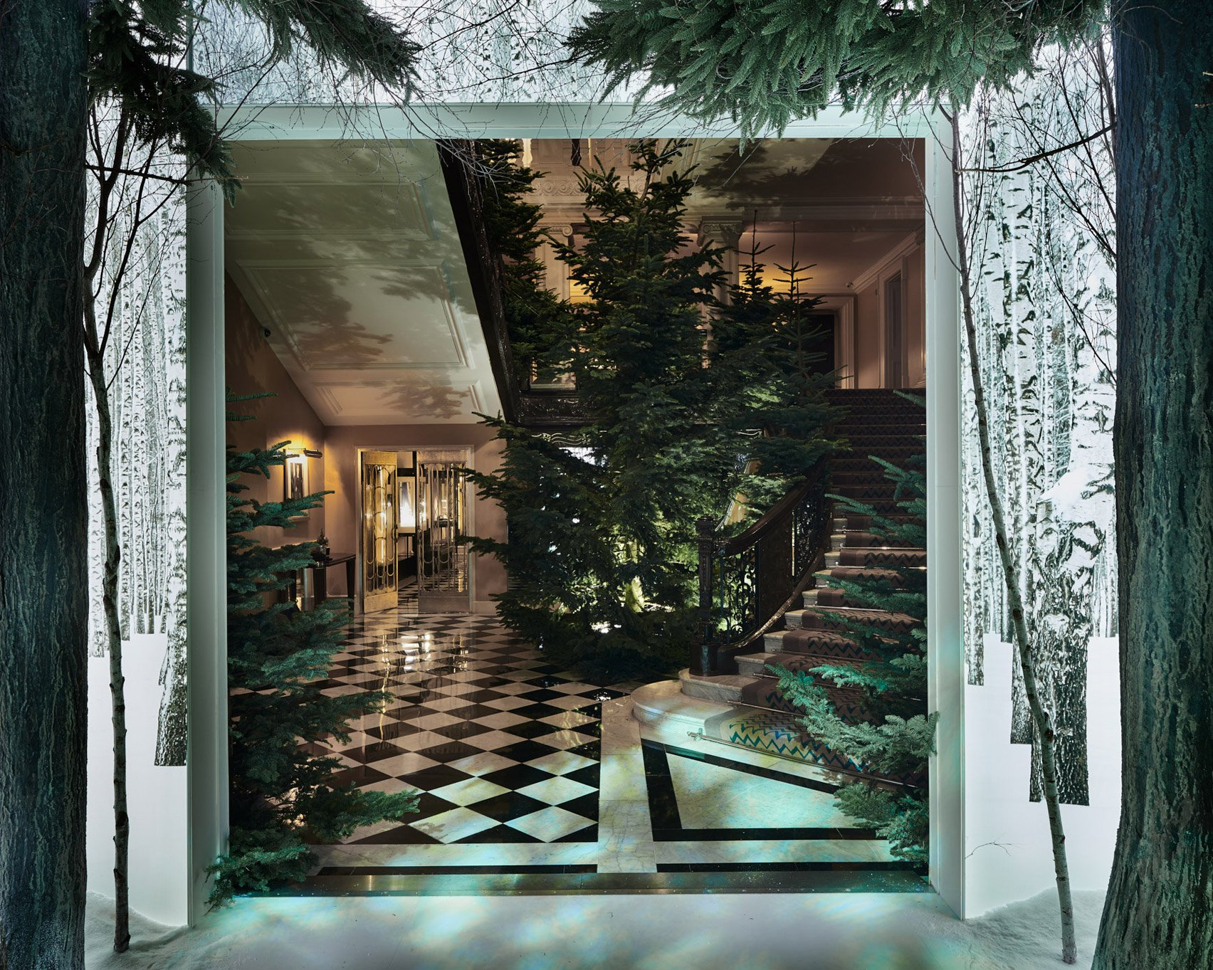 jony-ive-marc-newson-christmas-tree-design-claridges-london_dezeen_1704_col_5