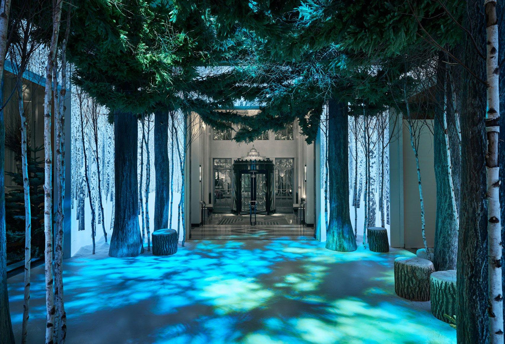 jony-ive-marc-newson-christmas-tree-design-claridges-london_dezeen_1704_col_7