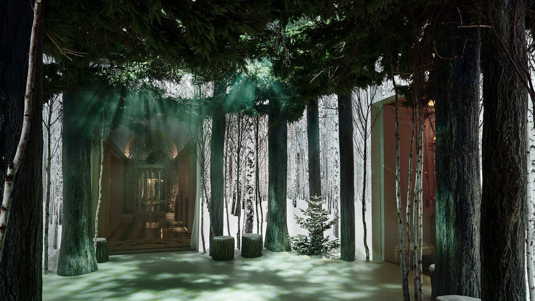 jony-ive-marc-newson-christmas-tree-design-claridges-london_dezeen_1704_hero