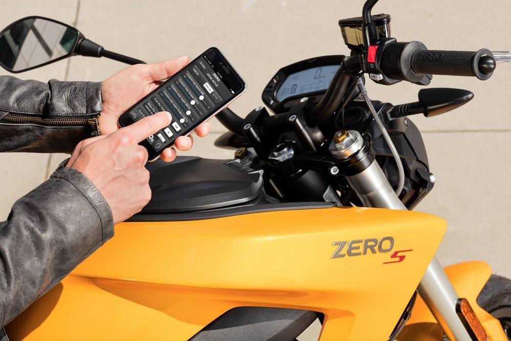 zero-motorcycles-2017-s-sr-ds-dsr-fx-fxs-1