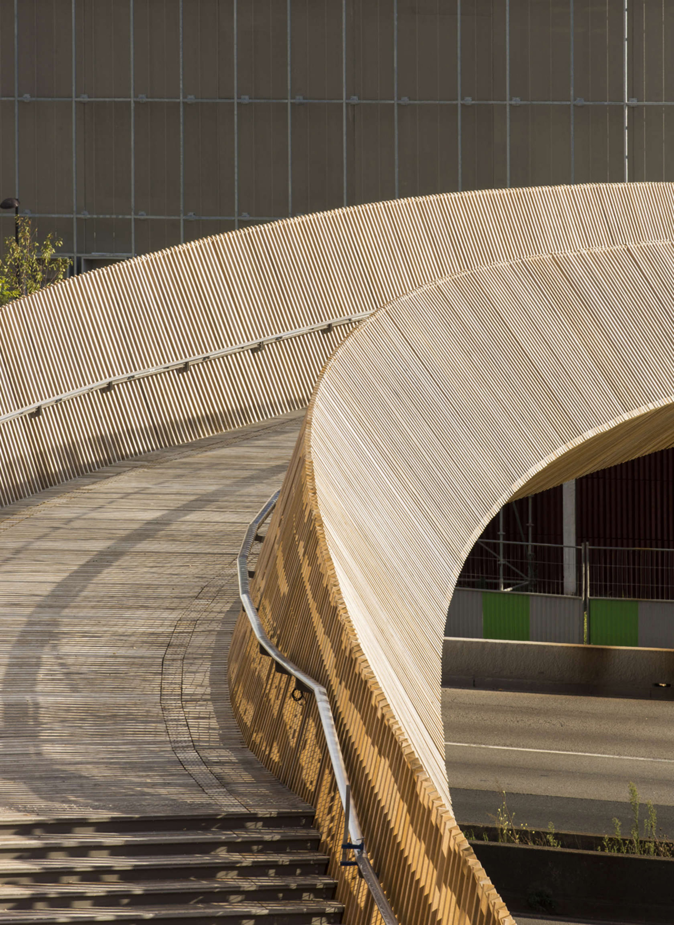 architizer-footbridge-over-the-boulevard-peripherique-dvvd-infrastructure_dezeen_2364_col_5