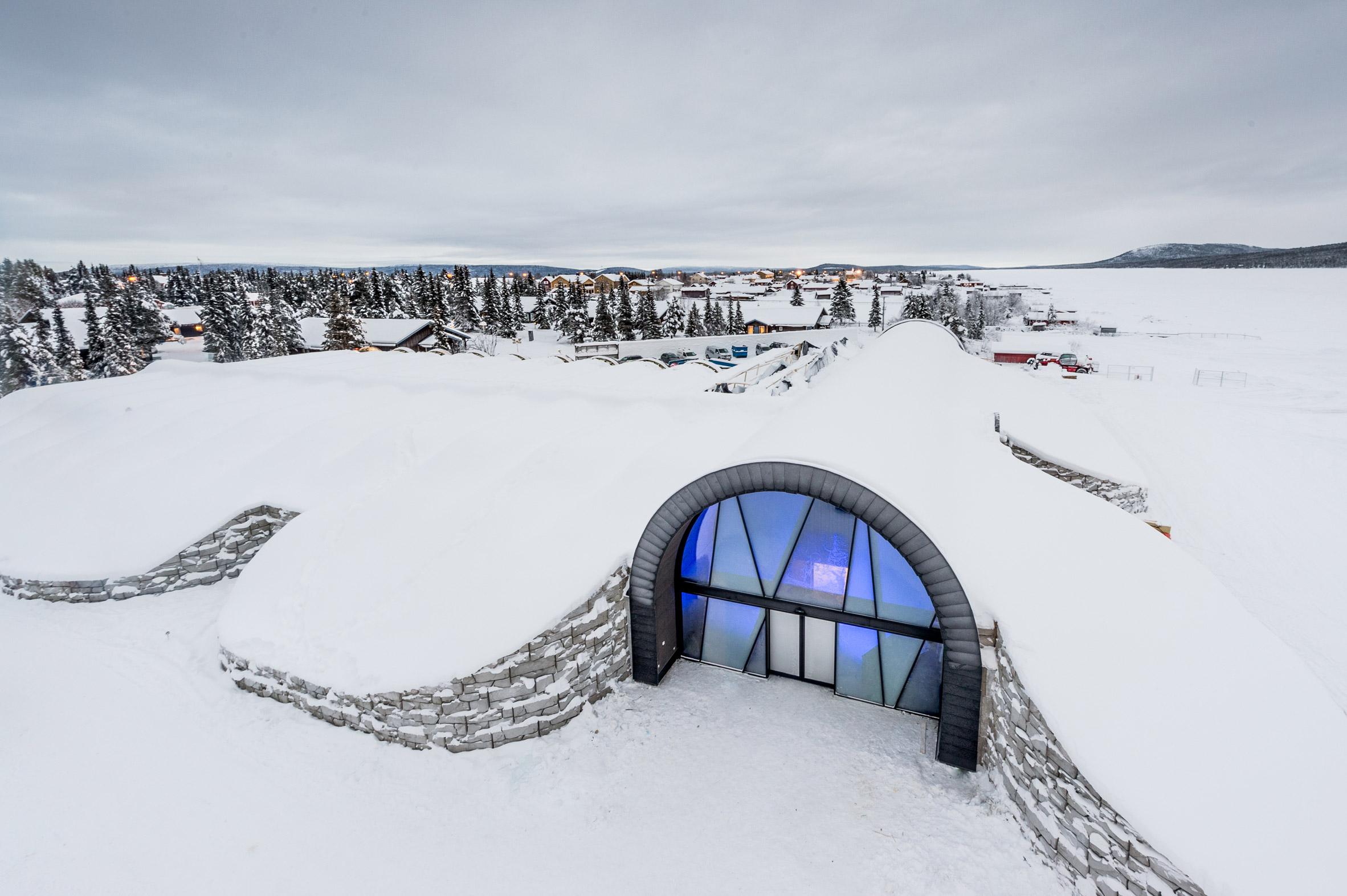 ice-hotel-365-discover-the-world-jukkasjarvi-interior_dezeen_2364_col_11