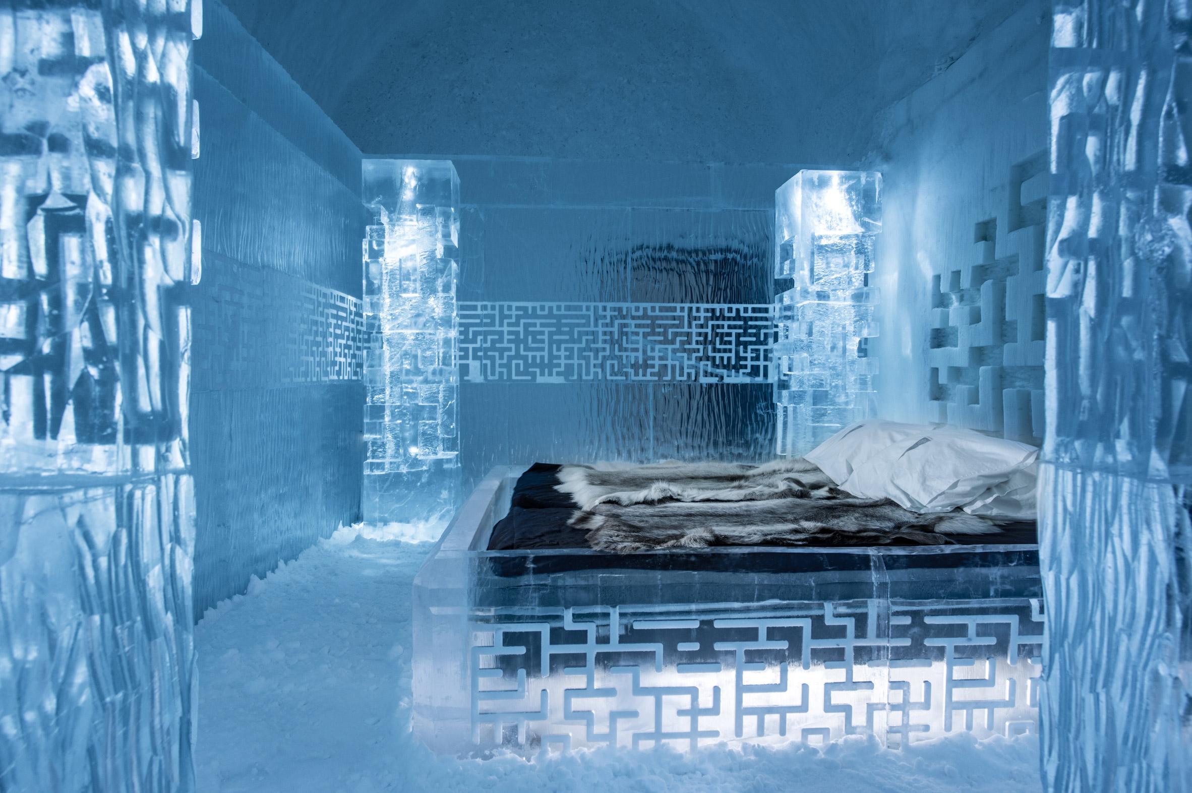 ice-hotel-365-discover-the-world-jukkasjarvi-interior_dezeen_2364_col_4
