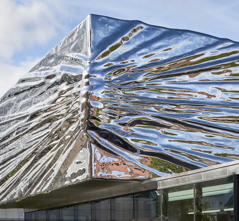Сталеві хвилі – це не пам'ятник Термінатору, це музей у Норвегії