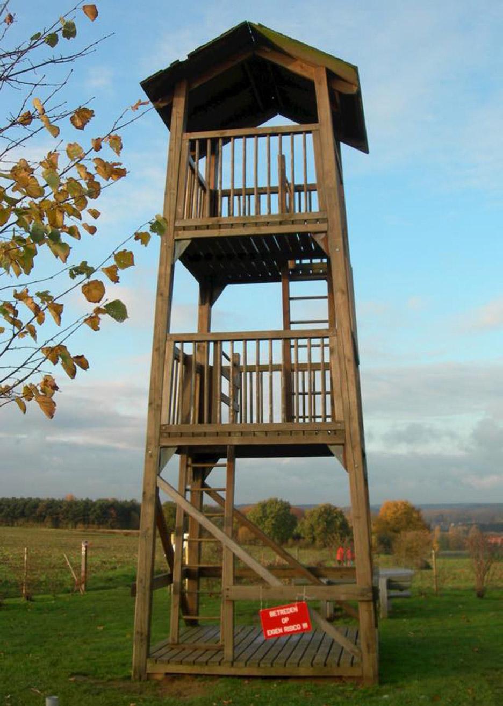vlooyberg-tower-tieltwinge-close-to-bone-belgium-landscape-architecture-tower-stairway-weathered-steel_dezeen_936_8