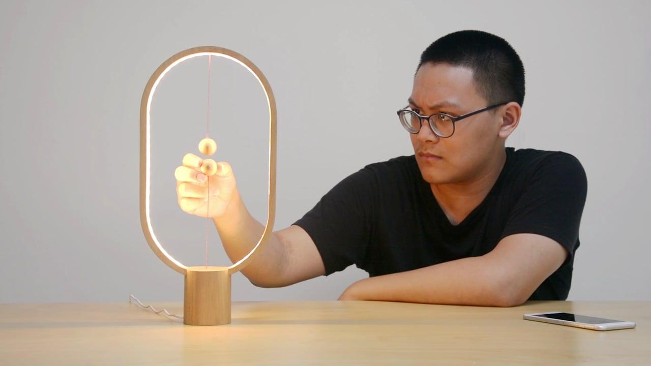 Яким може бути вимикач для дерев'яної лампи – ніколи не здогадаєтеся (Відео)