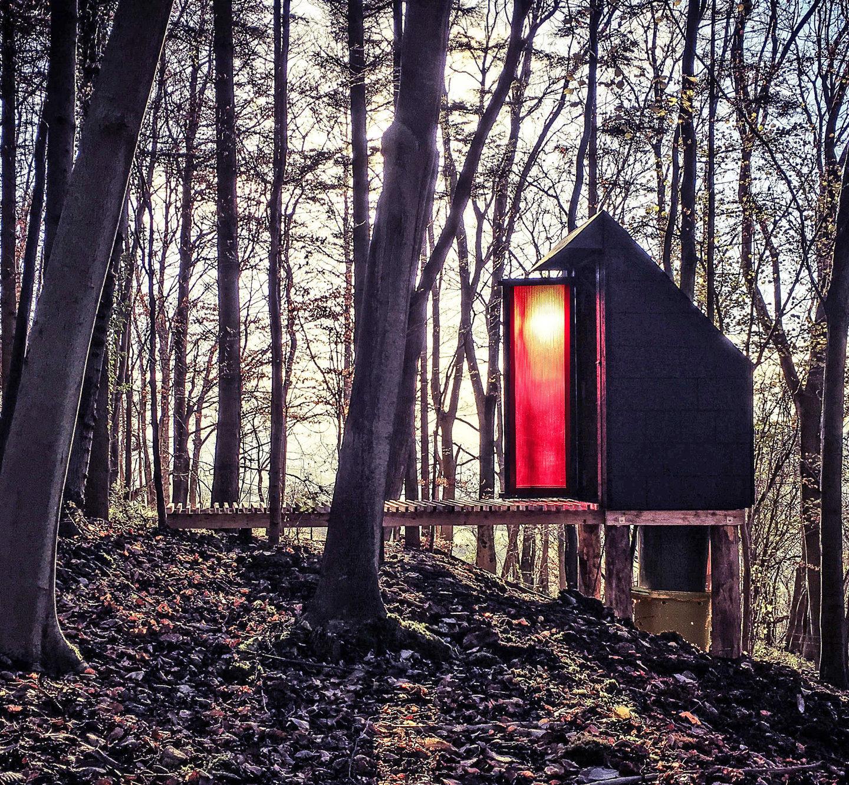 """Неймовірні туалети: західні дизайнери дісталися до """"зручностей на дворі"""""""