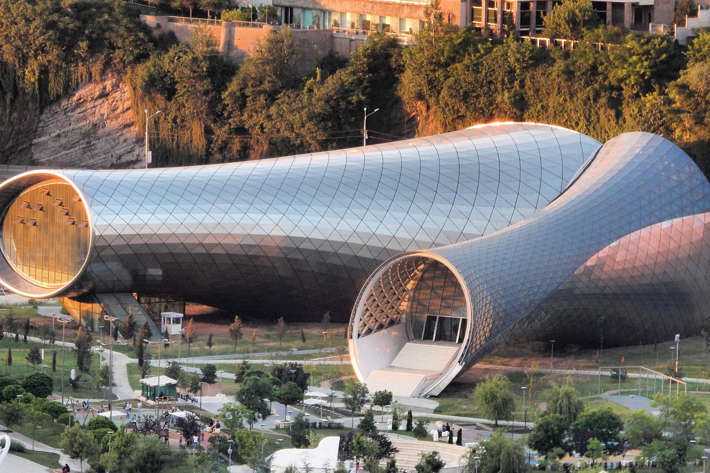 Крутий архітектурний дизайн у Тбілісі