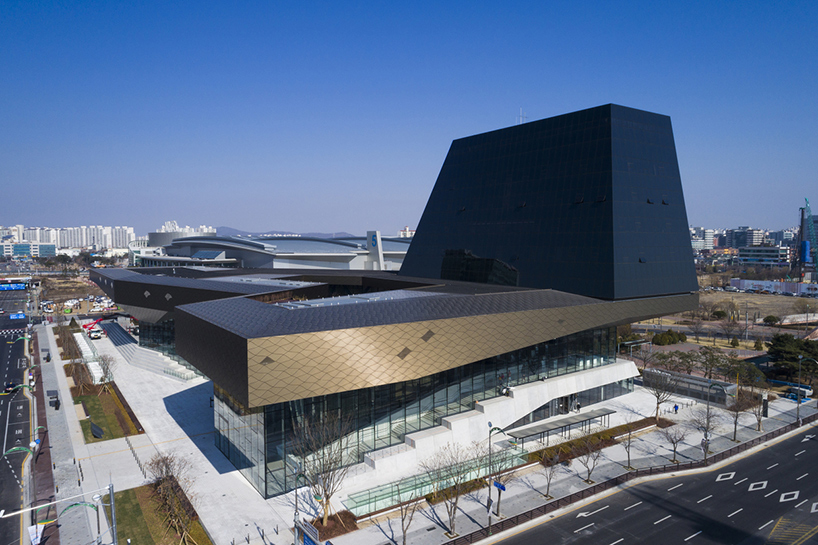 Hyundai motorstudio Goyang: вражаючий дизайн автосалону (Фото)