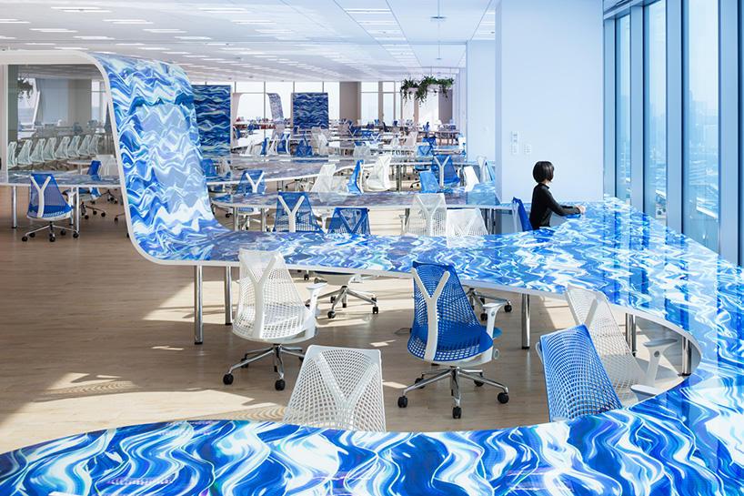Шедевр: офіс dmm.com із робочим столом довжиною 1 км (Фото)