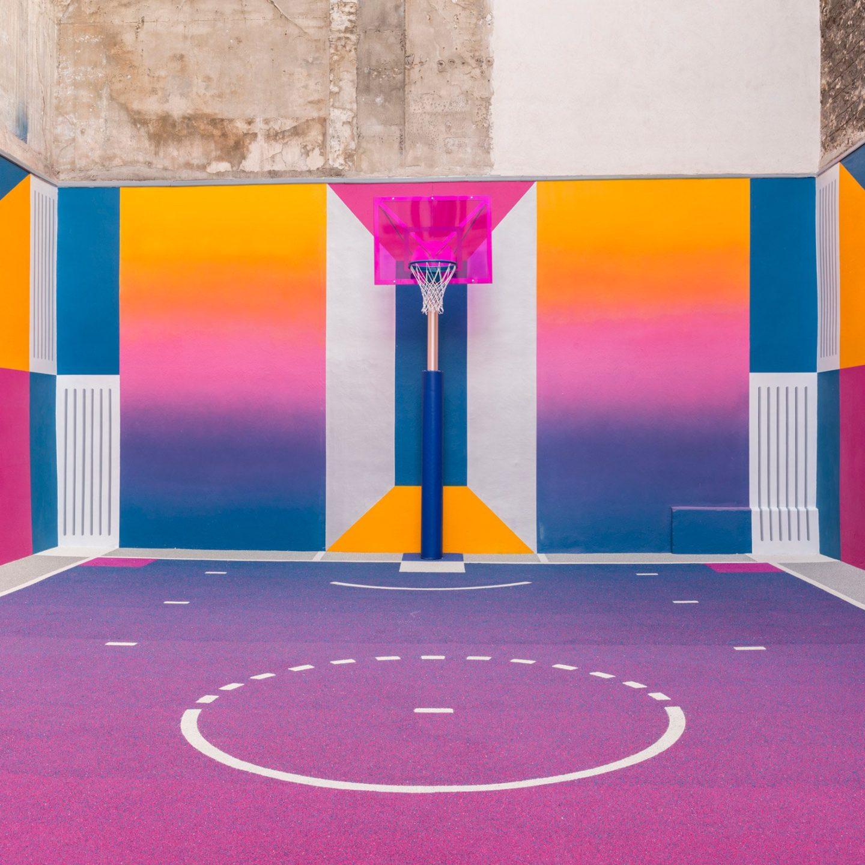 Сюрреалістичний баскетбольний майданчик у Парижі