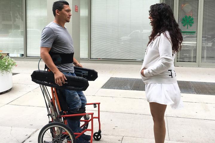 Революційний дизайн візка для інвалідів (Відео)
