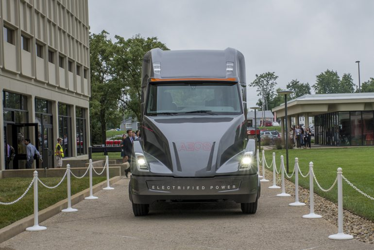 Електро-вантажівка … наче для полювання на зомбі (Фото)