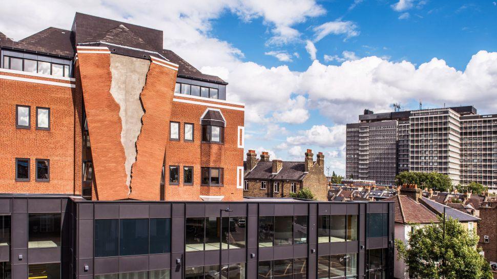 Cюрреалістичні інсталяції від британця (Фото)
