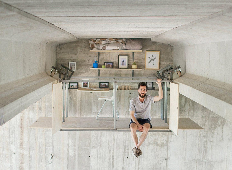 Дизайнер у Валенсії обладнав свою студію підвішеною під мостом (Відео)