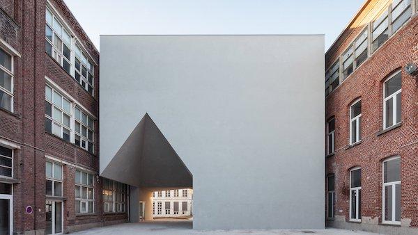 Епатажний дизайн навчального закладу для архітекторів – у Брюсселі