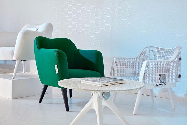 Еко-дизайн: меблі з пластикових стаканчиків Starbucks (Фото)