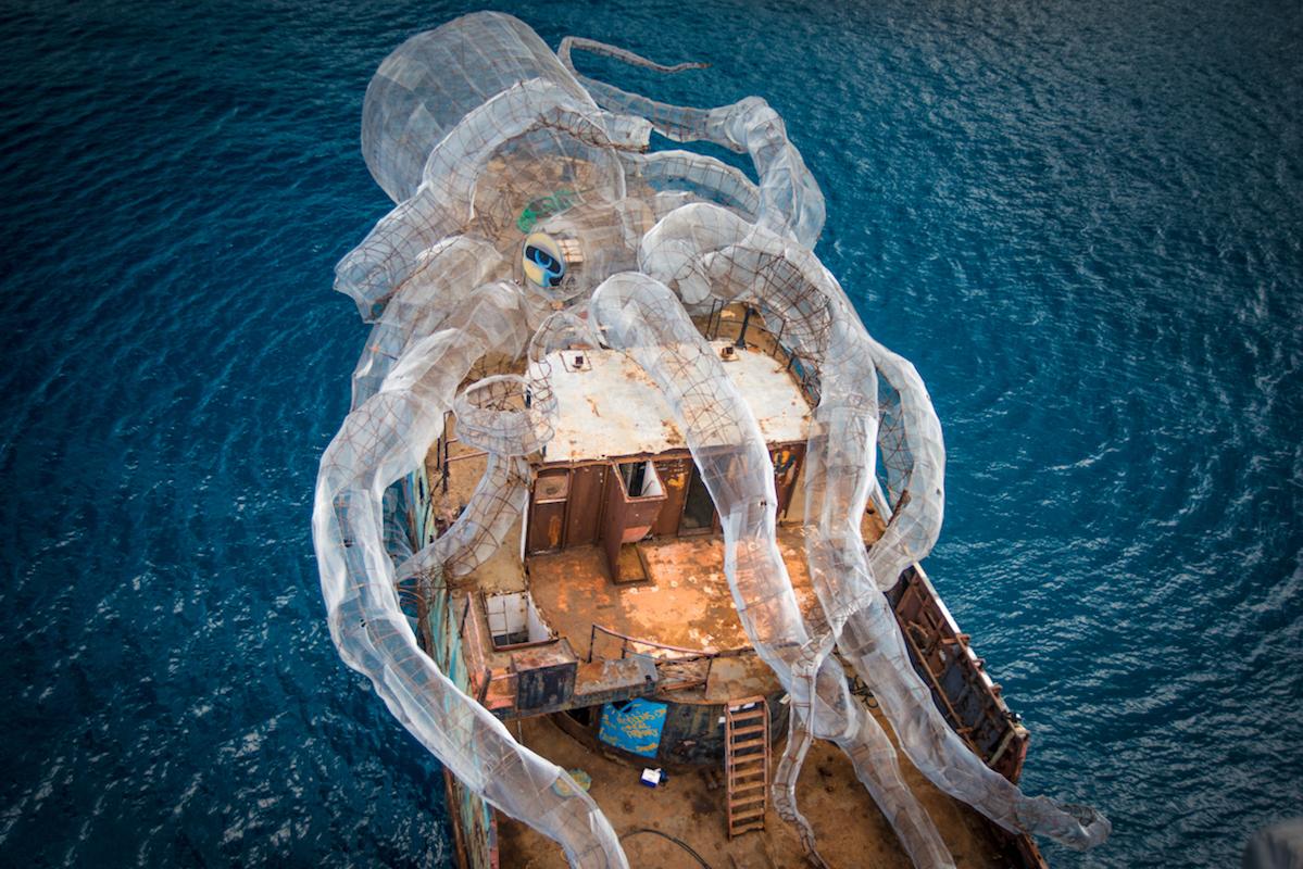 Річард Бренсон створив гігантського Кракена і … втопив цей арт-проект (Відео)