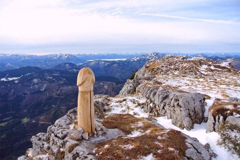 """В Австрії прямо посеред Альп вгородили """"містичну"""" інсталяцію"""