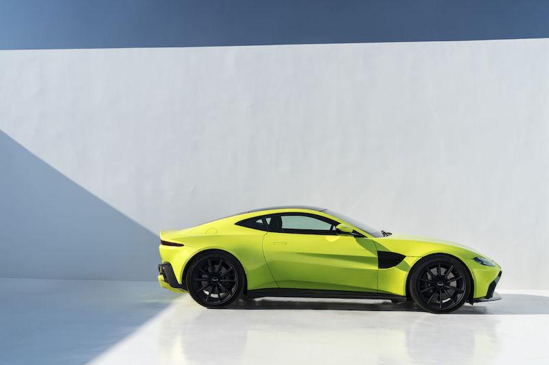 Aston Martin порадував поціновувачів автодизайну: новий Vantage – це смакотааа!
