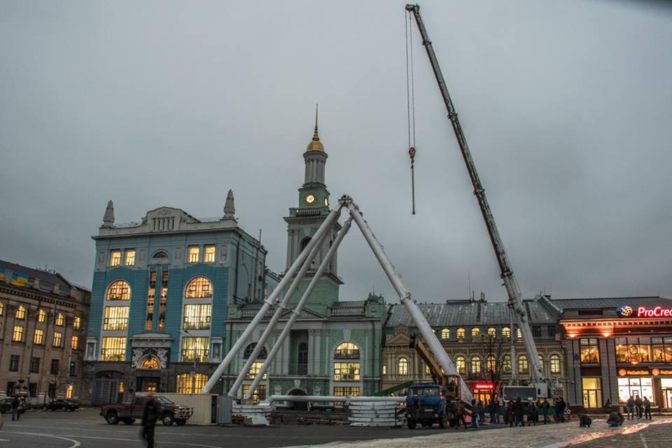 У Києві відкривається 43-метрове оглядове колесо – найбільше в Україні (Фото)