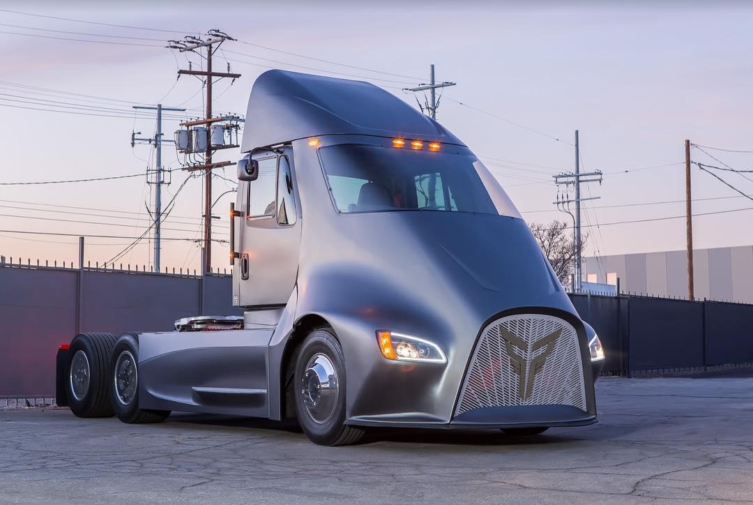 Конкурент Tesla Semi – електровантажівка з ДУЖЕ крутим дизайном