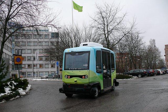 Привіт, майбутнє: У Стокгольмі вийшли на маршрути перші безпілотні автобуси (Фото)