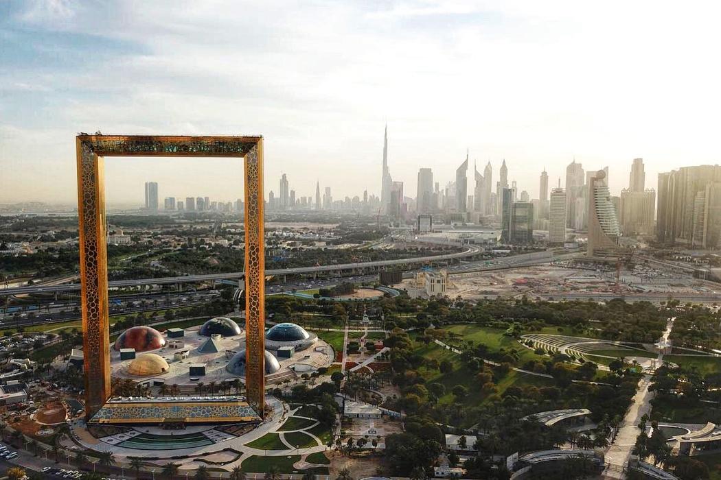 """WOW-дизайн: у Дубаї відкрили найбільшу в світі … """"картинну рамку"""" (Відео)"""