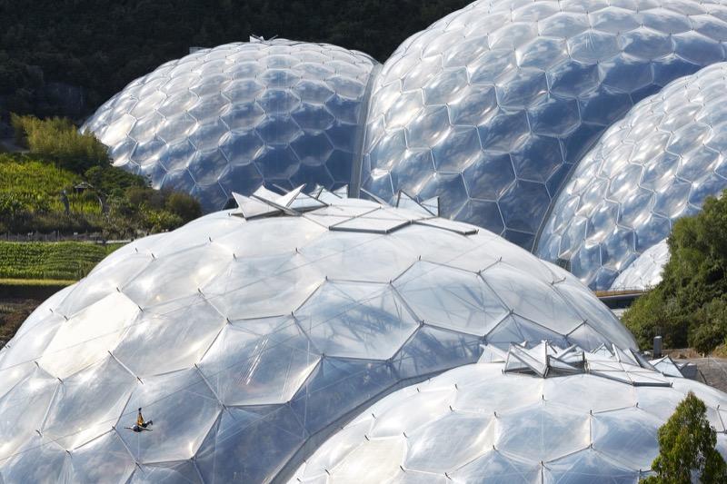 """Архітектурне диво: китайський """"Едем"""" з найбільшим критим водоспадом у світі (ФОТО)"""