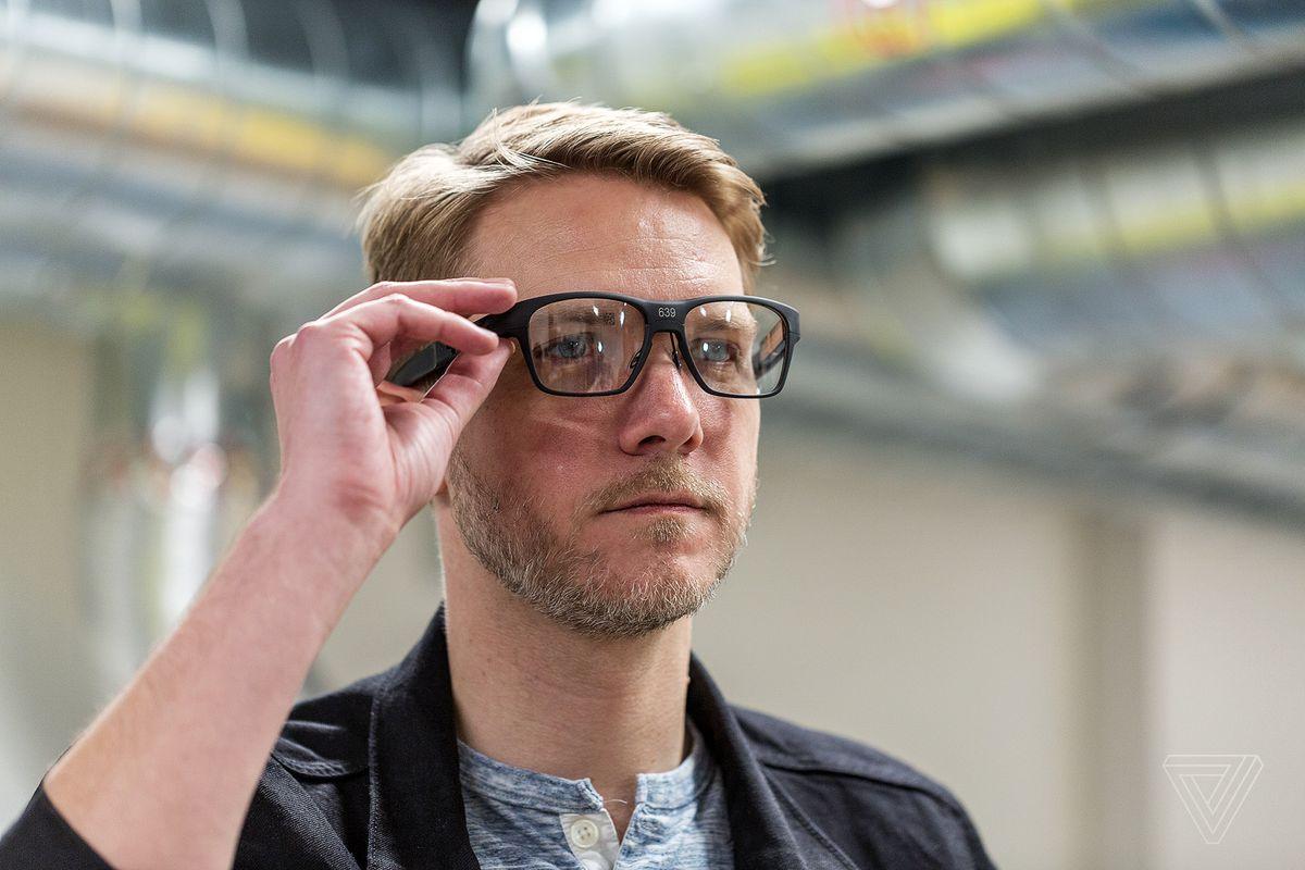 """INTEL показав """"розумні окуляри"""" Vaunt – із шедеврально простим дизайном (ФОТО, ВІДЕО)"""
