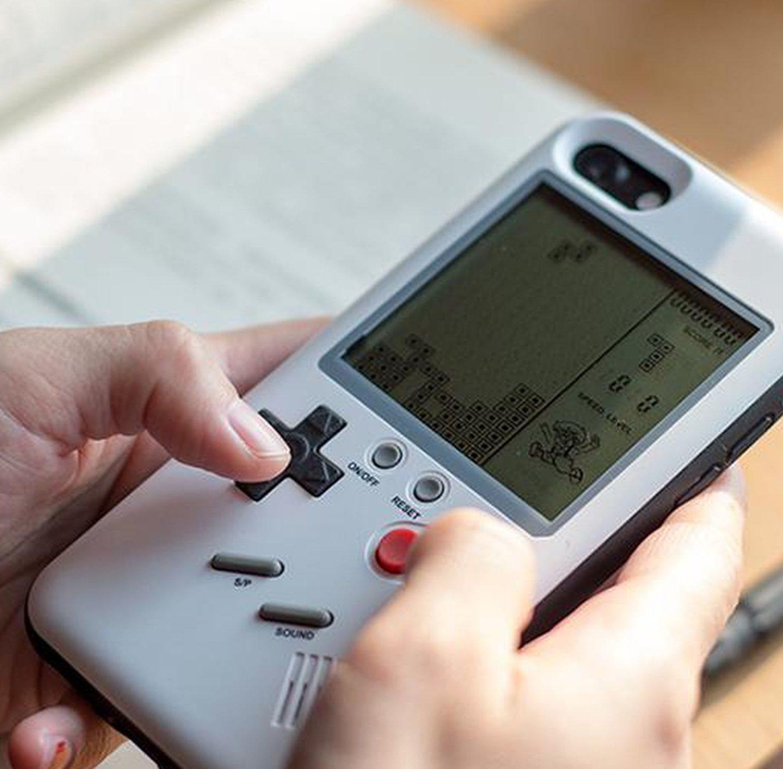 Ретро-мода: чохол, який робить із iPhone Game Boy за $80
