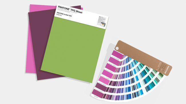 Pantone випускає зразки кольорів у великому форматі, однак ціна – $15 за аркуш!