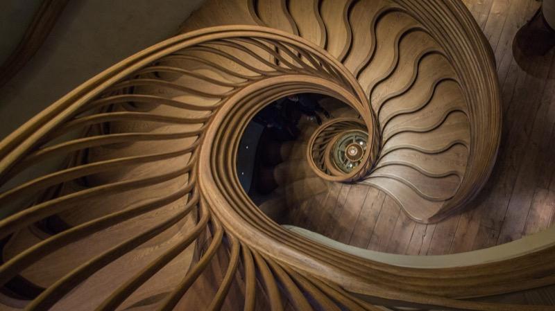 Оригінальний дизайн інтер'єру із Лондона: сходи, наче у ельфів (ФОТО)