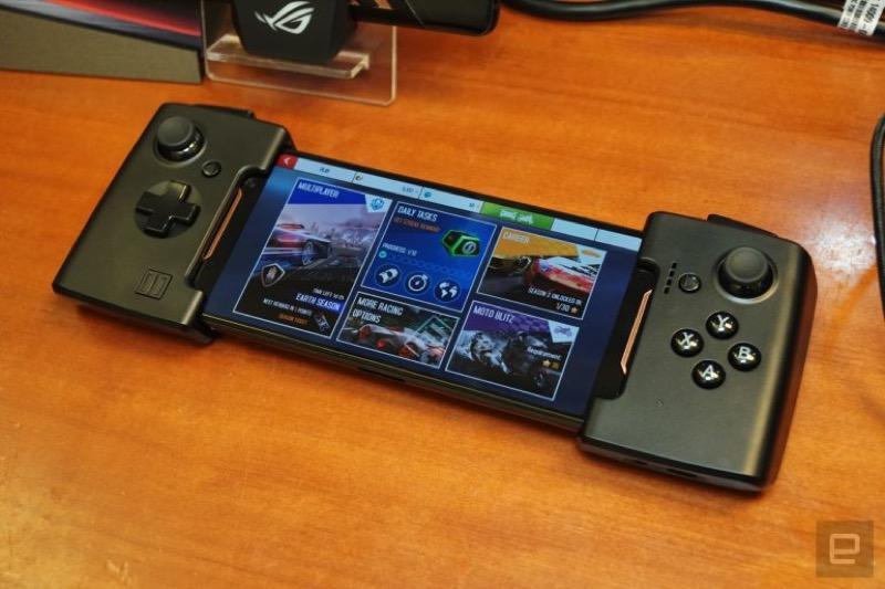 Телефон-жесть: ASUS ROG Phone геймерський смартфон із зовнішньою системою охолодення (ФОТО)
