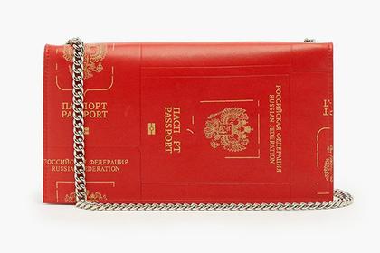 Дизайнер із Грузії зробив жіночу сумку з… обкладинки російського паспорта (ФОТО)