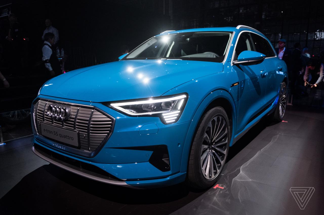 E-Tron: зацініть дизайн першого серійного електромобіля від Audi (ФОТО, ВІДЕО)