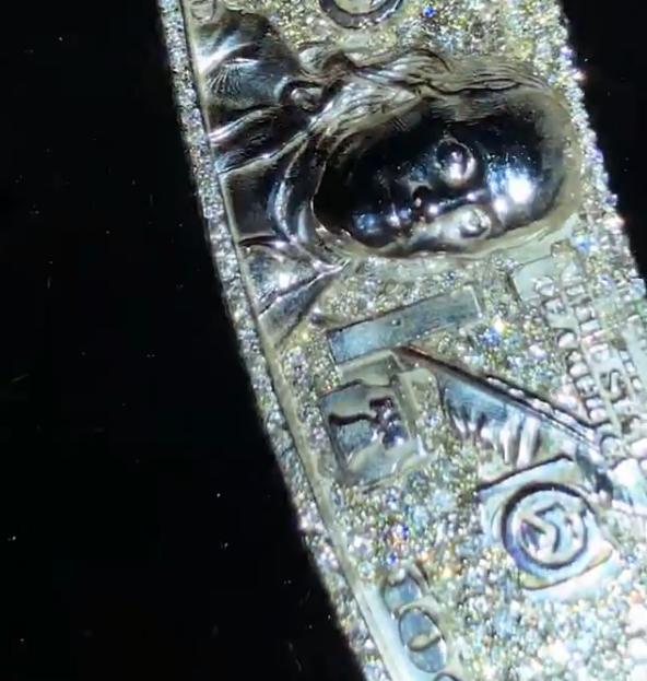 Дизайнер вигадав ланцюг, у якому 7 тисяч діамантів – для сина відомого репера